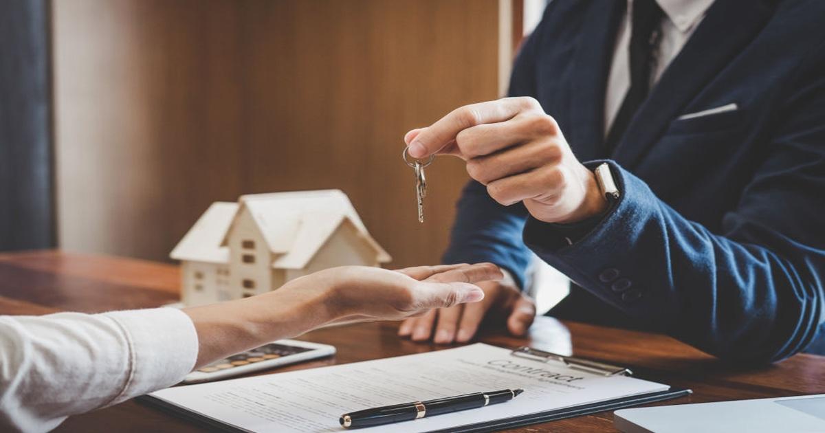 obtén tu hogar con asesor de bienes raíces