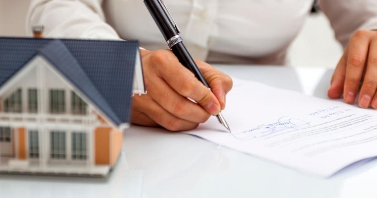Firma de contrato de compraventa de inmuebles